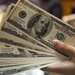 Dólar fecha acima de R$ 4 pela primeira vez na história